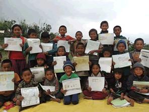 ネパール地震に被災した子供達に絵を描く画材を届ける