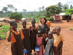子供の過酷労働で作られていないガーナ産カカオのチョコレートを広める