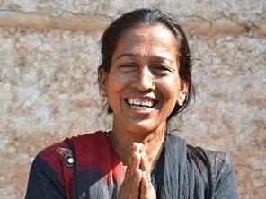 ネパールのリップバーム作りを応援する