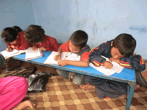 ネパールの学校中退率を上げる教育支援