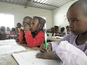 セネガルの小学校増築を支援する