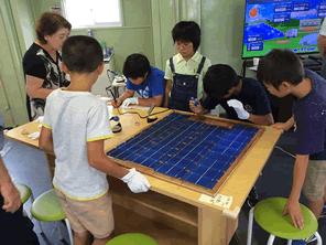 福島の子供たちが作る太陽光パネル