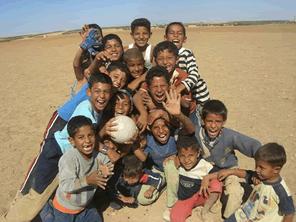 紛争の中で教育を受けられないシリアの子供たちを支援する