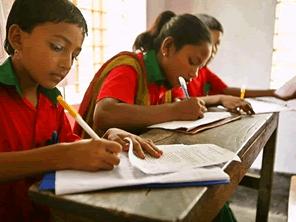 バングラデシュ文字の読み書きがてきない大人が学べる学校を