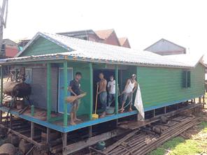 カンボジア水上生活の子どもたちに水上小学校を作る