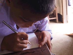 ラオスの小学校建設後の教育支援