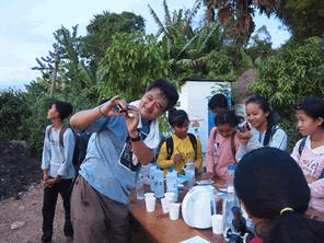 理科実験のワクワク感をカンボジアの子供たちに