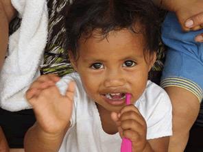 トンガ王国の子供たちのむし歯を減らす